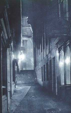 A dark alleyway on Strand that features on our London Ghost Walk.