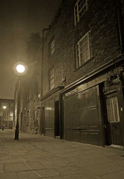 Puma Court by night, a dark and sinister alleyway that still looks much as it did at the time of the Jack the Ripper murders.