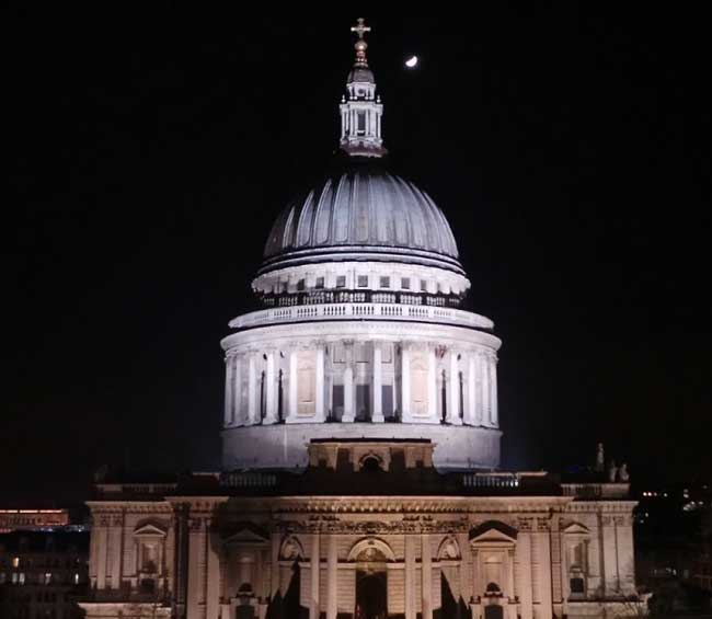 St Paul's Cathedral by night.
